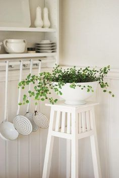 Shabby Chic Home Interiors – Decorating Tips For All Shabby Chic Kitchen, Shabby Chic Homes, Shabby Chic Decor, Rustic Decor, White Cottage, Cottage Style, Vibeke Design, Diy Décoration, White Rooms