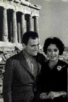 1957 ~Elizabeth Taylor and Mike Todd visiting the Acropolis Elizabeth Taylor Cleopatra, Hollywood Stars, Classic Hollywood, Old Hollywood, Hollywood Glamour, Child Actresses, Actors & Actresses, Divas, Classical Hollywood Cinema