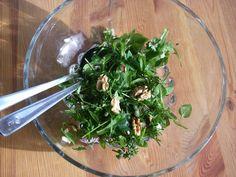 Es wird kälter und der Körper wird anfälliger für Krankheiten. Mit diesen Kräutern zauberst du einen gesunden Salat voll mit Vitaminen und Mineralstoffen!