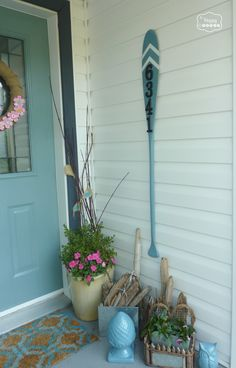 vintage oar turned house number sign at thehappyhousie
