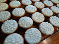 snowflakes christmas cookie decorating