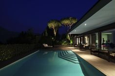 Stunning pool at this contemporary villa in Montagnola, Lugano. More on www.wetag.ch