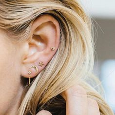 Cute Moon Star Multiple Ear Piercing Ideas for Women in Gold - lindas ideas para. - Tattoo and Piercing Love - Ear Piercing Gold Bar Earrings, Dainty Earrings, Rose Gold Earrings, Heart Earrings, Diamond Earrings, Minimalist Earrings, Minimalist Jewelry, Cute Ear Piercings, Bellybutton Piercings