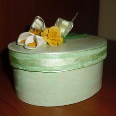 Scatola in legno, dipinta a mano, con fiori in FIMO