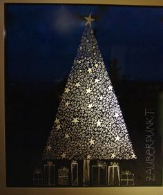 An adequate substitute for the Christmas tree is this one made of stars … - Xmas - Christmas Christmas Makes, Christmas Art, Christmas Holidays, Clay Christmas Decorations, Holiday Decor, Alternative Christmas Tree, Window Art, Xmas Tree, Windows