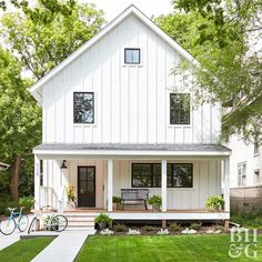 Ranch style home front porch ideas front porch styles white home exterior home exterior porch front . ranch style home front porch ideas Urban Farmhouse, Farmhouse Style, Farmhouse Remodel, White Farmhouse, Farmhouse Plans, Home Renovation, Basement Renovations, Home Maintenance Schedule, Siding Options