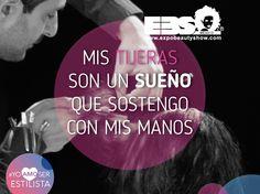 Mis tijeras son un sueño, que sostengo con mis manos. #YoAmoSerEstilista #ExpoBeautyShow www.expobeautyshow.com Image Center, Tips Belleza, Nail Tech, Look Cool, Barber Shop, Hairdresser, Stylists, Hair Cuts, Quotes