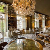My Story Hotel Rossio ab CHF136 (C̶H̶F̶̶2̶7̶7̶): Bewertungen, Fotos & Preisvergleich - Lissabon, Portugal - TripAdvisor Hotels, Bathtub, Chandelier, Ceiling Lights, Lighting, Home Decor, Lisbon Portugal, Standing Bath, Bath Tub
