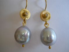 Pamela Harari's 22K Gold Grey Pearl & Diamond Earrings