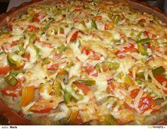Brambory nastrouháme na hrubém struhadle, rozmačkáme česnek, cibuli a salám nakrájíme na drobné kostičky. Vše smícháme dohromady a vytvořené... Bariatric Recipes, Hawaiian Pizza, Dumplings, Vegetable Pizza, Guacamole, Quiche, Macaroni And Cheese, Hamburger, Cabbage
