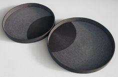 Gefäße <em>Inersection V</em>. Porzellan. 37 x 3,5 cm, 33 x 3,5 cm.