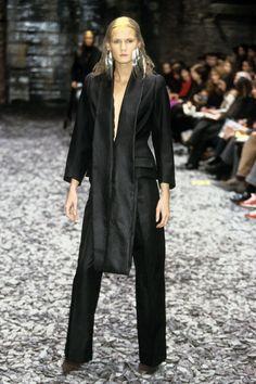 Alexander McQueen Fall 2000 Ready-to-Wear Fashion Show - Lisa Ratliffe (NATHALIE)
