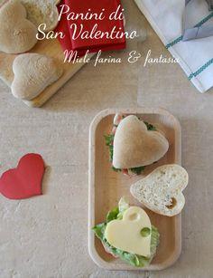Morbidi e con una leggera nota dolce, #panini di #sanvalentino per un #romanticobrunch, con ripieni dolci o salati. Panini, Dolce, Plastic Cutting Board, Valentino, Brunch, Fantasy, Note
