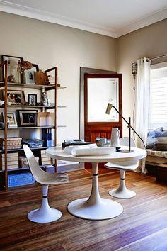 Sydney, dom stylistki i projektantki wnętrz Claire Delmar. Cudowna paleta kolorów-szarości, brązy, odcienie niebieskiego. Marmur i mosiądz. Wprowadzam się natychmiast. A Wy? Zdjęcia: Anton Sm