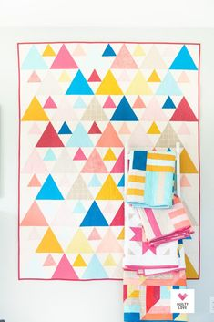 Quilty Love Palette Picks Triangle Peaks quilt by Emily of Quilty Love. Quick and easy modern triangle quilt pattern. Quilting Tutorials, Quilting Projects, Quilting Designs, Triangle Quilt Pattern, Triangle Quilts, Gingham Quilt, Twin Quilt Size, Cute Quilts, Modern Quilt Patterns