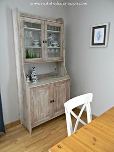 efecto madera lavada Crate Bookshelf, Ikea Billy Bookcase, Decoupage Furniture, Repurposed Furniture, Early American Furniture, Blue Dresser, Linen Cabinet, Oak Cabinets, Diy Table
