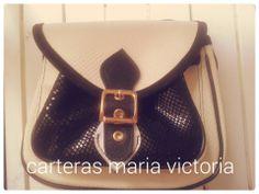 Cartera Laura Material: Cuero  Vacuno. Leather Apliques: Dorados Fan page Carteras Maria Victoria