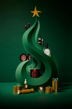 An abstract paper tree and presents for Space NK's Christmas cover shoot, featuring an array of their luxury beauty products. Beauty Photography, Still Life Photography, Christmas Cover, Christmas Design, Xmas, Design Set, Mein Portfolio, Design Package, 3d Cinema