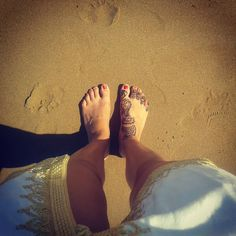 """610 Gostos, 11 Comentários - Me, Penelope 🌍 (@me.penelope) no Instagram: """"I always take a picture of my feet in every beach I go to 🙃 #hennatattoo #tattoo #morocco"""""""