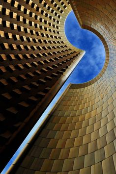 Fantastic and well composed architecture image by Eric Forey.