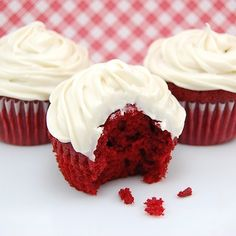 Red Velvet Cupcakes with Cream Cheese Frosting, cream cheese frosting, cream cheese, frosting, cream cheese icing