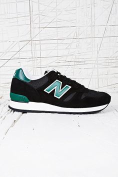New Balance 670 Suede Trainers in Black d0c6f49cc9