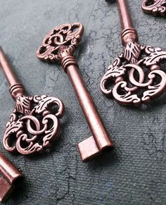 10 pc 3.5 inch large antiqued copper skeleton keys by aniknition, $10.00