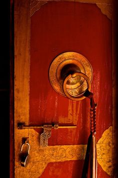 Divination and Oracles ☽ Navigating the Mystery ☽ Key to understanding - open the door to the Truth...