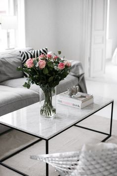 5 dreamy coffee tables to brighten your living room (Daily Dream Decor). The Brilliance of an Oak Coffee Table Set. For more information, visit image link. Coffee Table Styling, Decorating Coffee Tables, Coffee Table Design, Marble Coffe Table, Marble Tables, Coffee Table West Elm, Ideas For Coffee Tables, Metal Coffee Tables, Small Space Coffee Table