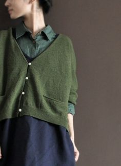 THIS was my grandpa's cardigan. the perfect green cardigan . Only Cardigan, Green Cardigan, Mode Style, Style Me, Simple Style, Fashion Mode, Womens Fashion, Fashion Clothes, Fashion Shoes