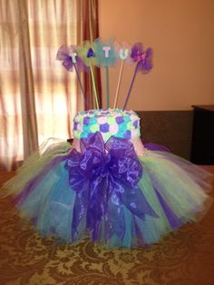 Tutu cake and on top: Lola is 1 or something