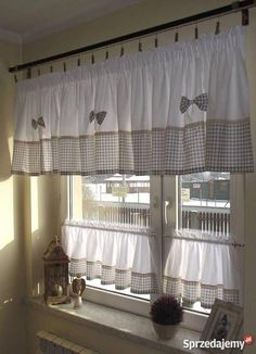 Classics, design or trend: the lights for the interior of the house adapt to your decor. Home Curtains, Burlap Curtains, Country Curtains, Curtains With Blinds, Valance Curtains, Blue Kitchen Curtains, Valances, Rideaux Country, Rideaux Design