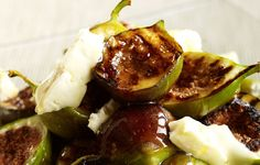 Grilled figs with honey Sweet and Savory Summer Fruit Desserts Honey Recipes, Quick Recipes, Cheese Recipes, Summer Recipes, Sweet Recipes, Salad Recipes, Healthy Recipes, Healthy Eats, Figs With Honey