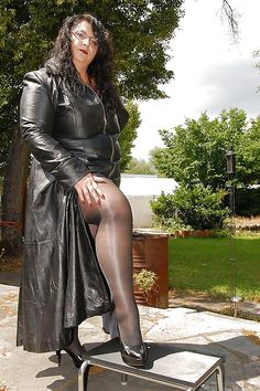 Come and pleasure me. Big Legs, Sexy Legs, Big And Beautiful, Beautiful Women, Latex, Botas Sexy, Big Thighs, In Pantyhose, Pantyhose Fashion