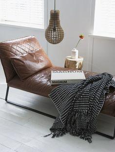 Leder Tagesbett klein rustikaler Kaffeetisch Baumstamm