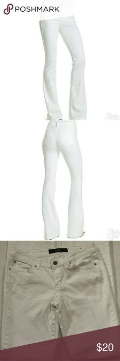 Jessica Simpson Bootcut Jeans Snow white Jessica Simpson five-pocket Sunset boot cut jeans.  (L) 42 7/8 Inches  (W) 16 inches  98% cotton  2% spandex  Like new in exellent condition. Jessica Simpson Jeans Boot Cut