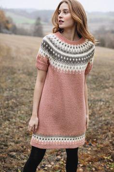 Beautiful short sleeved stranded colorwork yoke tunic from Rauma Garn, knit in Rauma Finull Sweater Knitting Patterns, Knit Patterns, Norwegian Knitting, Icelandic Sweaters, Crochet Wool, Poncho, Fair Isle Knitting, Pulls, Knit Dress