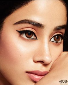 Janhvi Kapoor Biography: The girl makes her Bollywood debut from Shashank Khaitan's movie 'Dhadak'. Eyeliner Looks, Black Eyeliner, Gel Eyeliner, Beautiful Bollywood Actress, Beautiful Actresses, Tamanna Hot Images, Becoming An Actress, Actors Images, Celebrity Kids