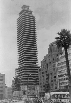 Fotografía de este gran e importante edificio ubicado en el corazón de la ciudad de México, La Torre Latinoamericana.