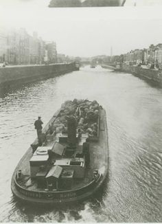 THE GUINNESS BARGES Dublin, Ireland One of the more romantic images of the Liffey from times past is of the Guinness Barges which once carried the black stuff from the brewery to the Docklands. They began during the 1870s, shortly after the Guinness brewery at St. James's Gate expanded north to the River Liffey.