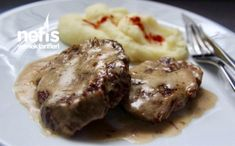 Lokum Gibi Soslu Biftek Tarifi Turkish Recipes, Italian Recipes, Ethnic Recipes, Turkish Sweets, Breakfast Recipes, Dinner Recipes, Fish And Meat, Food Articles, Turkish Delight