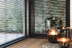 Vloerlampen Smokey Grey - Balloons in glas Interior Lighting, Home Lighting, Interior Styling, Lighting Design, Interior Decorating, Living Room Modern, Home Living Room, Exterior Design, Interior And Exterior