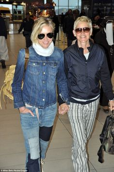 Ellen DeGeneres & Portia de Rossi seemed each one bit the smitten twosome as they have been pictured holding-hands as they jetted out of Cape Town