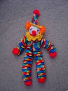 Something different! YoYo Clown PICTURE and PATTERN found on Yarn Lover's Room. http://www.knitting-crochet.com/found/clopat.html