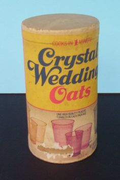 Box of oatmeal with glass inside. They only ever have the biggest cup now. Wish they had the small, skinny one. Vintage Advertisements, Vintage Ads, Vintage Prints, Sweet Memories, Childhood Memories, Vintage Kitchen, Vintage Dishes, Right In The Childhood, Retro Recipes