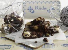 Unser beliebtes Rezept für Selbst gemachte Weihnachts-Schokolade und mehr als 55.000 weitere kostenlose Rezepte auf LECKER.de.