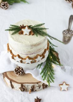78 Classic Christmas Cake Decorating Ideas - Chicbetter Inspiration for Modern Women - Holiday Food Winter Desserts, Köstliche Desserts, Christmas Desserts, Christmas Baking, Christmas Treats, Christmas Cake Decorations, Holiday Cakes, New Year Cake Decoration, Christmas Themed Cake