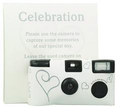 Wegwerpcamera. Laat je gasten foto's maken. Zet op iedere tafel een camera en je zult verrast zijn over wat je gasten leuk vinden.