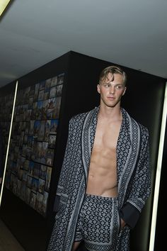 Backstage at Dolce and Gabbana Menswear Spring/Summer 2016 in Milan | Vogue Paris