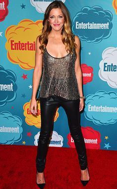 Katie Cassidy ''Every year Comic-Con gets bigger and bigger and bigger. Cassidy Black, David Cassidy, Black Dress Red Carpet, Blond, Tight Leather Pants, Dc Tv Shows, Lauren Cohan, Emily Bett Rickards, Country Dresses